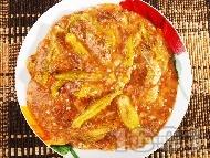 Рецепта Яхния от телешко варено месо с бамя, чесън и доматено пюре